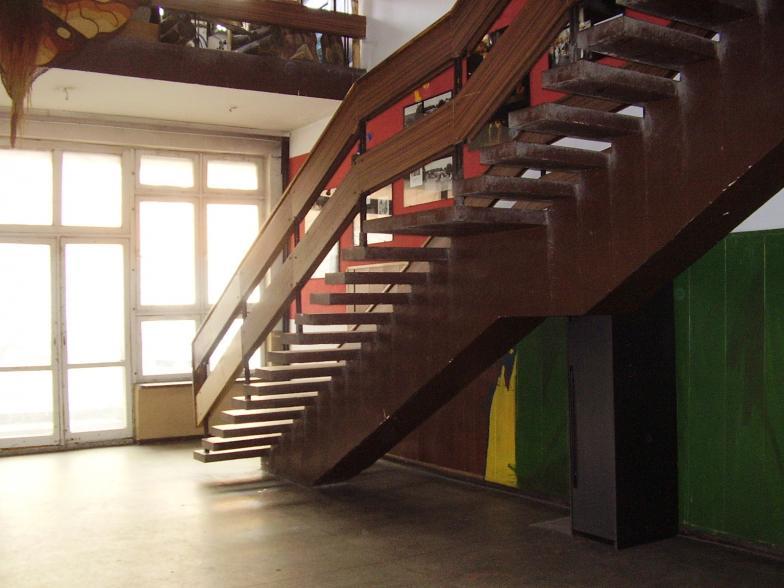 Hall na parterze i schody na I piętro | Rachunkowość, księgowość